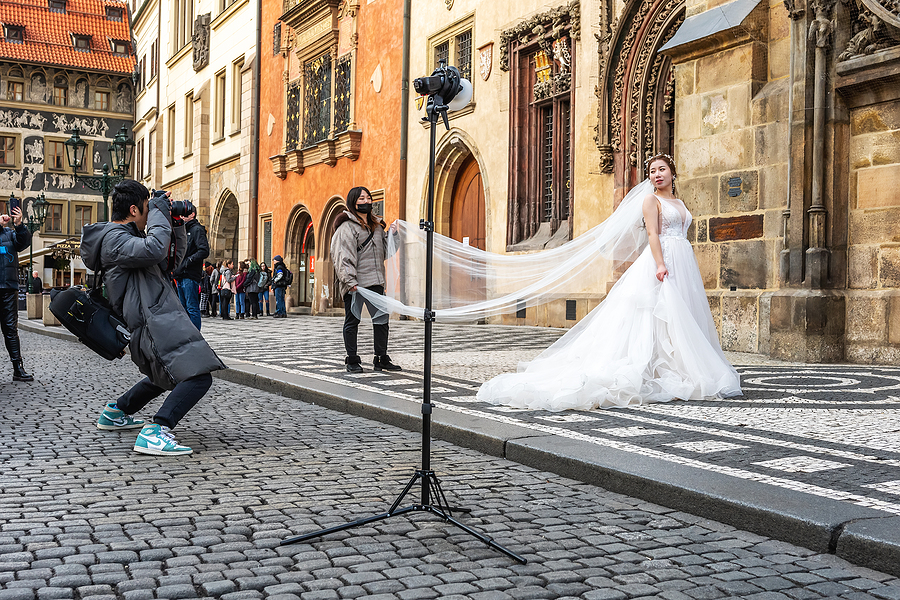 wedding photographer in Sydney taking prenup photos of the bride